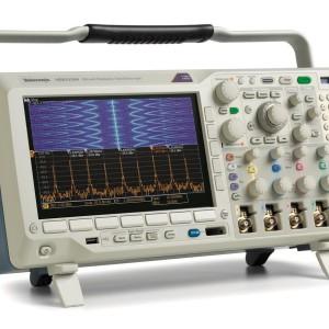 tek-mdo3104_03a_spectrogram_multiple_peaks2_buttons_lit
